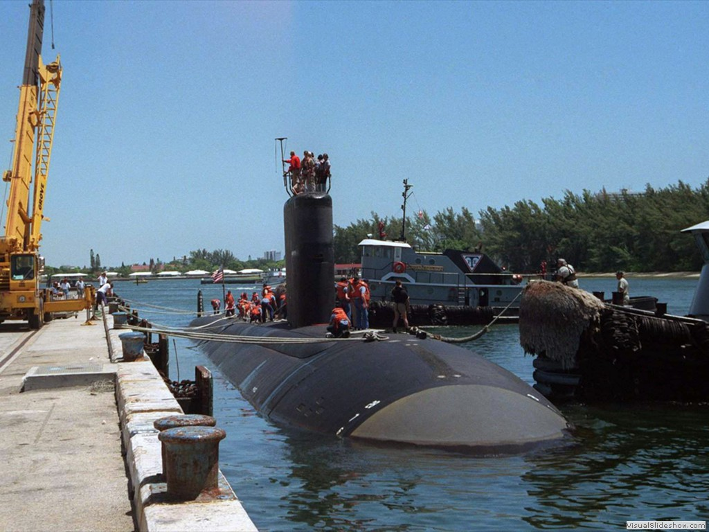 USS Alexandria (SSN-757) being moored to the pier at Port Everglades, Florida