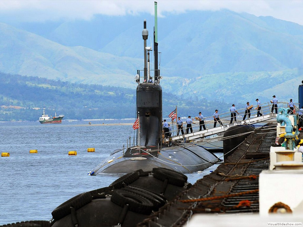 USS Connecticut (SSN-22)  load stores in the Philippines during 2007