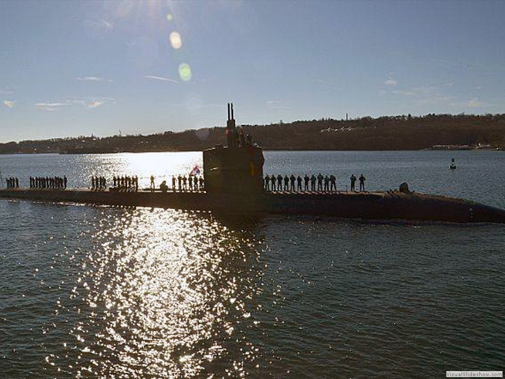 USS Dallas (SSN-700) manning the rails